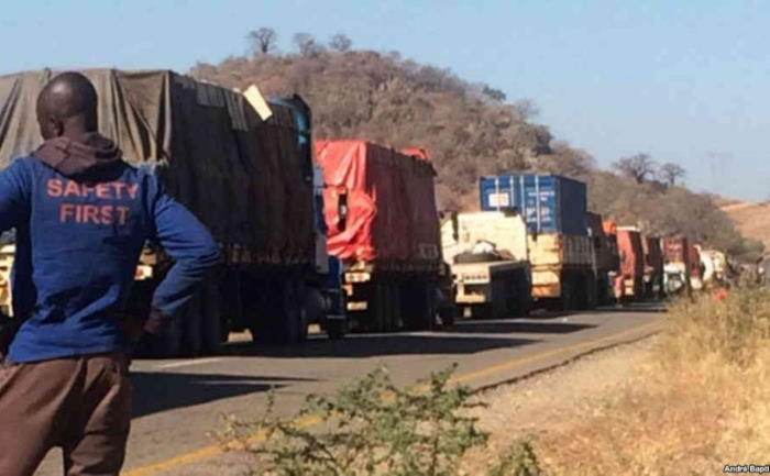 A convoy on the road near Manica on the EN6 in Mozambique, featured in Africa PORTS & SHIPS maritime news