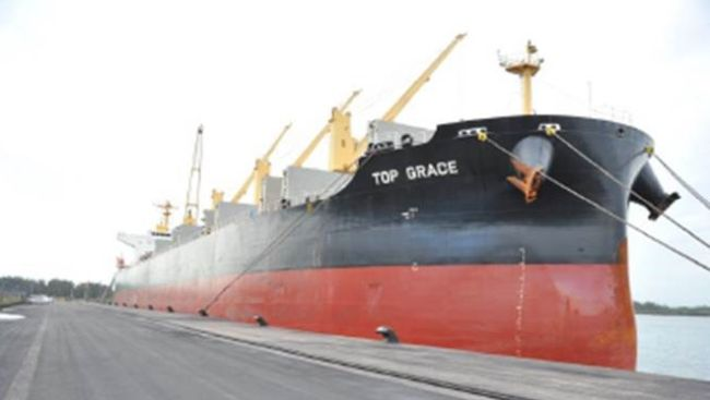 Bulk carrier Top Grace, alongside at the port of Richards Bay. Picture: SAMSA, featured in AfricaPORTS & SHIPS maritime news