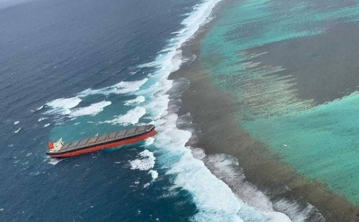 Bulker Wakashio aground off the coast of Mauritius, July 2020, featured in Africa PORTS & SHIPS maritime news