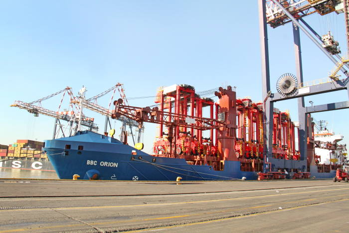 BBC Orion arrives in DBN from Poland carrying 13 new generation straddle carriers, all fully assembled. Picture: TPT, featured in Africa PORTS 7 SHIPS maritime news