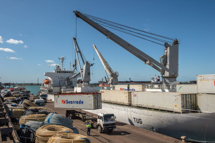 MV Lady Rosebud loading the last citrus consignment of this year's fruit export season in the Port of PE, featured in Africa PORTS & SHIPS maritime news