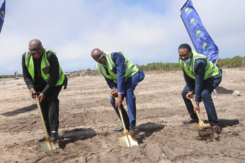 The Aquaculture Development Zone (ADZ) is shortly to be developed in the Coega Special Economic Zone (SEZ). Seen here from left to right CDC Acting CEO, Themba Koza, Eastern Cape MEC for Economic Development and Finance, Mlungisi Mvoko and DEDEAT Manager Agro-Processing, Akho Skonjana., featured in Africa PORTS & SHIPS maritime news
