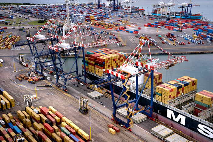 Contaoimer above budget at Durban Container Terminal weekly report, featured in Africa PORTS & SHIPS maritime news