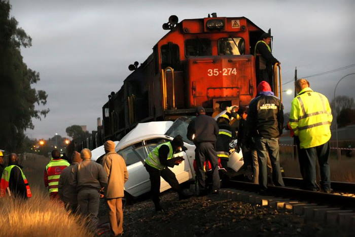 Level crossing accidents are too frequent in South Africa. This picture courtesy: Arrive Alive, featured in Africa PORTS & SHIPS maritime news