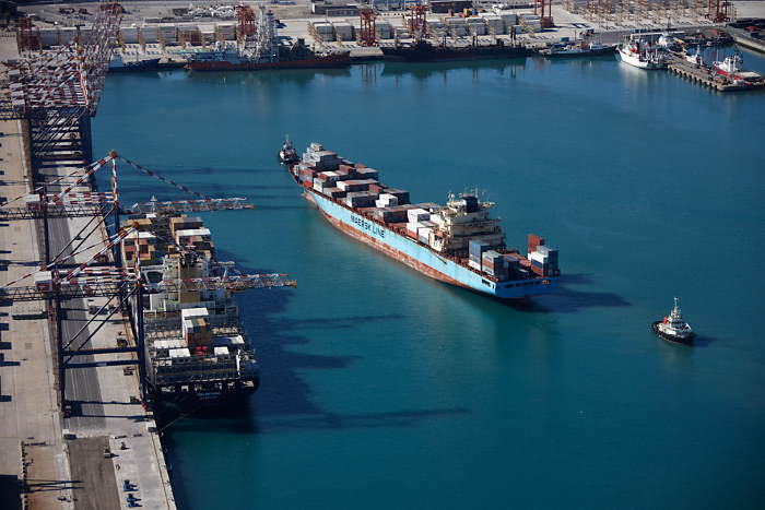 Cape Town harbour scene, featured in Africa PORTS & SHIPS maritime news