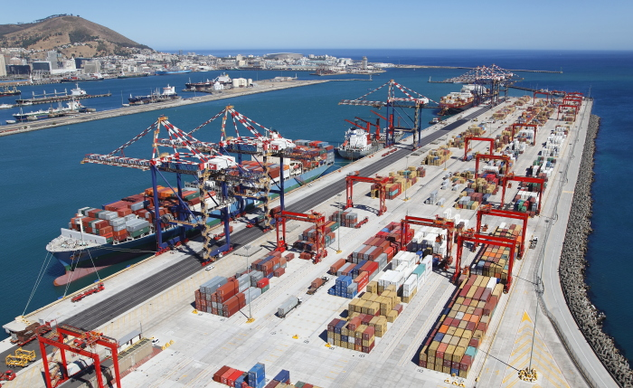 Cape Town Container Terminal, berth 604 nearest the camera, featured in Africa PORTS & SHIPS maritime news