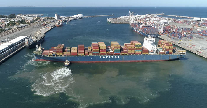 317 metre vessel turning in Port of Fremantle, featured in Africa PORTS & SHIPS maritime news