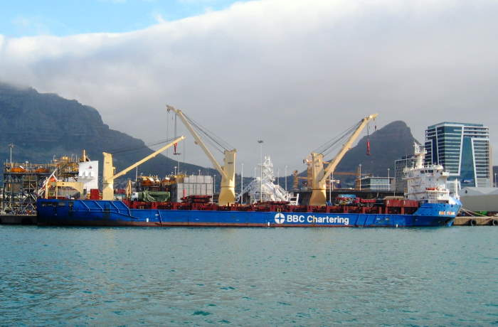 BBC Pearl with Cape Town's mountain as a backdrop. Picture by 'Dockrat', as featured in Africa PORTS & SHIPS maritime news