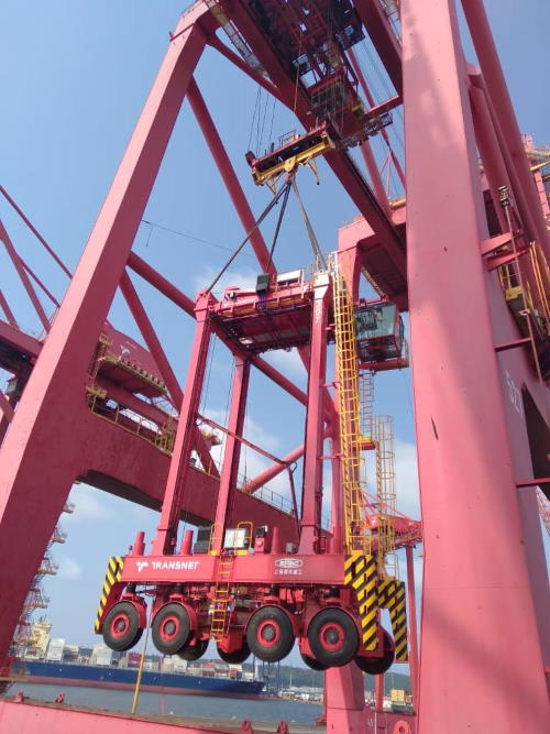 One of the ten straddle carriers discharged at DCT. Picture: TPT, featured in Africa PORTS & SHIPS maritime news