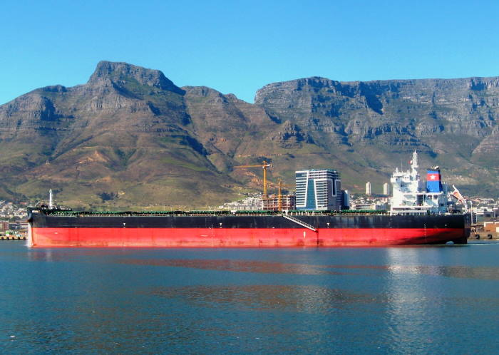 Artemis 1 with Table Mountain forming the backdrop. Picture by 'Dockrat'