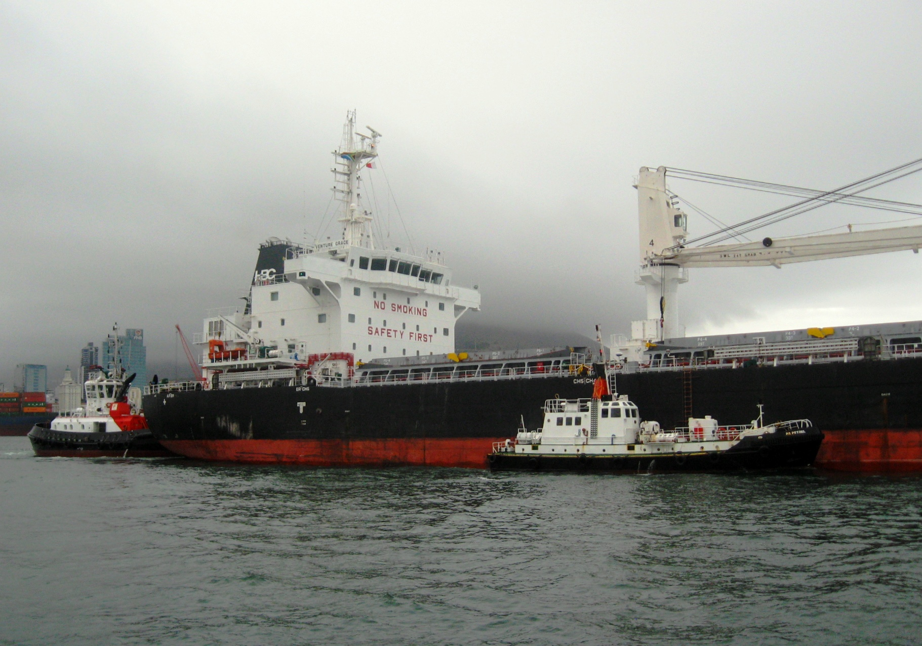 With a couple of harbour tugs busying themselves around the bulker, Venture Grace aims towards the harbour entrance an the open sae. Picture by 'Dockrat'